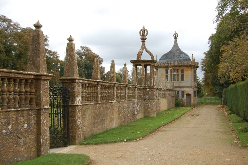 Manors and Gardens of the Cotswolds